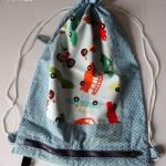 Le sac à pyjama devient sac de voyage